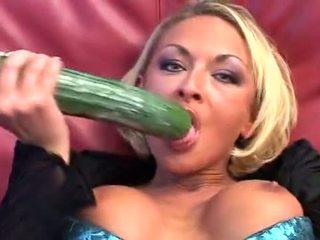 Jāšanās 2 cucumbers, anāls un fisting