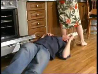 Руски мама и а млад plumber