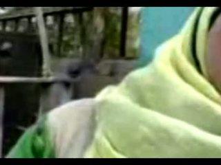 Hijab sarılı fellation