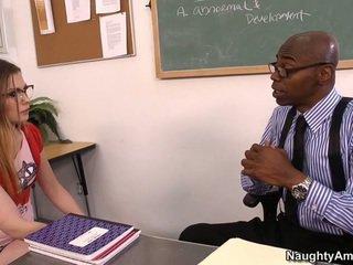 Discussing її grades