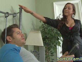 Rondborstig cougar anally plowed door zoon in wet, porno 50