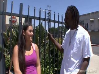 Брюнетка emma cummings gets а шоколад pecker