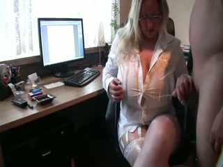 Curvy yüzme loves piss üzerinde onu kocaman tüysüz, porn 0c