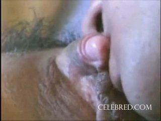 Seksi gadis dengan sebuah besar klitoris closeup mainan alat kemaluan wanita licking posisi laki-laki di atas gambar/video porno vulgar menunggangi doggy dibuat di rumah