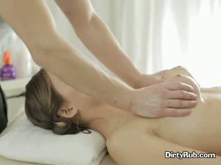 Sex crazed adelle needs hardt kuk i henne munn