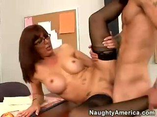 Sexy med desi foxx likes getting shagged na ju chňapnúť kým ona orgasms