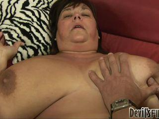大美女 receives 幸運 和 enjoys 一 良好 硬 weenie 在 她的 corpulent 的陰戶