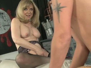 Nina hartley bounces të saj moist p.