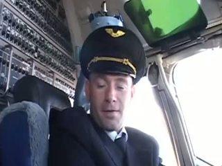 Zeer heet stewardess seducing haar favoriet piloot