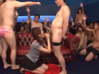 Bukkake action avec jeune cocksucker tsubasa amami