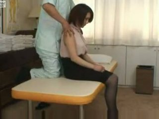 जपानीस स्कूलगर्ल gets गड़बड़ द्वारा उसकी massager