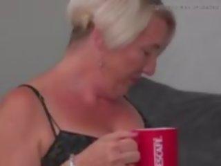 Палав възрастни мама gasha fucks късметлия син, порно 76
