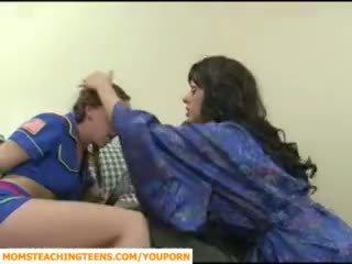 Oğlan seducing boşalma örtülü ve tugjob islak gömlek scout