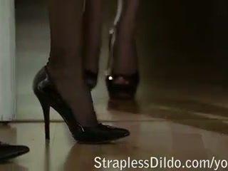Cuban Heels Make for Passionate Feet