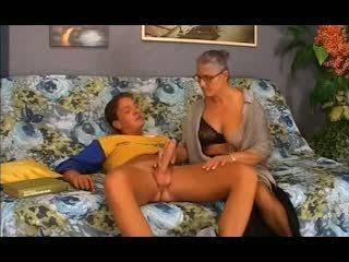 Oud oma takes het in de bips, gratis anaal porno 12