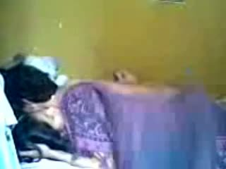 Indonesisch romantic tiener koppel maken liefde in slaapkamer