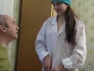 Gira russa enfermeira having sexo