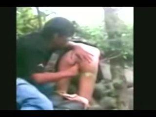 Indonesia- jilbab hijab cô gái fucked lược qua bf trong một rừng