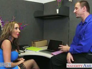 Bruin haired richelle ryan gets facialized in de kantoor