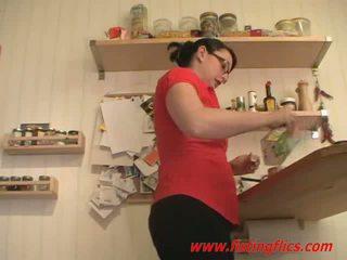 Mėgėjiškas žmona analinis fisted į the virtuvė