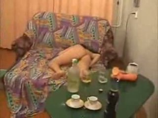 Guys pergi terlalu jauh dengan mabuk kolej gadis video