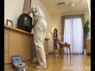 Lonely ama de casa nanako yoshioka seduces la tv reparación guy
