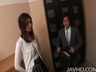 Rallig businessman seduces sexy cougar