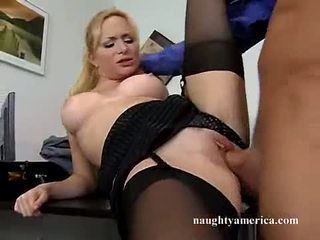 เซ็กซี่ hawt aiden starr receives เธอ สีชมพู หี pummeled บน the ตาราง