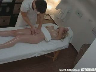 Checa masaje anal rubia