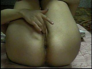 SEXY TEEN MASTURBATING ON THE FLOOR