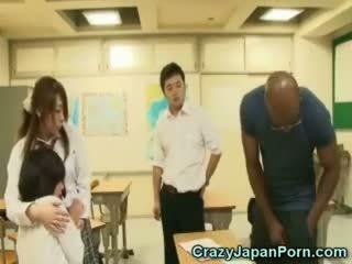 Schwarz fucks schulmädchen im wtf japan porno!