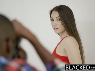Blacked тийн alexis rodriguez с съвършен дупе loves bbc