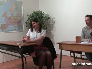 Sexy français arab étudiant cul baisée en threeway par son classmates