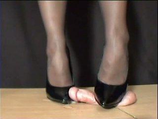Mestra arletta crushed em negra stilettos