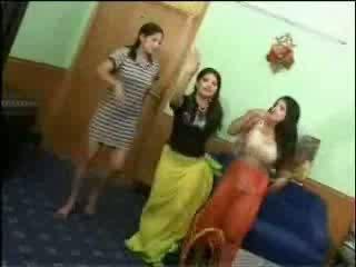 Голий arab дівчинки відео