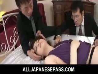 Rina koizumi fierbinte asiatic model în sexy ciorapi scurti gets inpulit