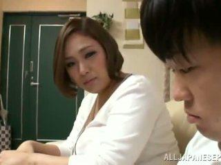 Reiko yumeno pleases einige mann fast ein wonderful tittenjob