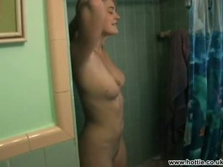 Drew barrymore filmed iki boyfriend į the dušas