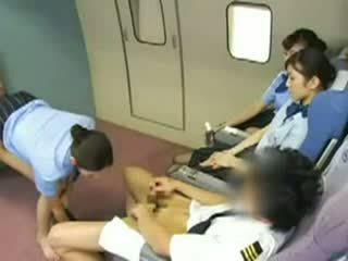 Азіатська стюардеса gangbanged відео