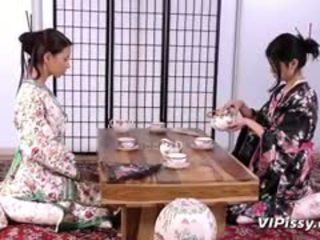 มีอารมณ์ geisha sluts spray แต่ละ อื่น ๆ ด้วย warm piss และ ใช้