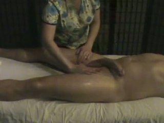 Masahe instituto masseuse takes pag-aalaga ng a malaki whi