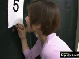 Asia istri tries untuk menemukan dia husbands kontol