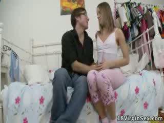 Kristina loses suo virginity durante selvaggia scopata.