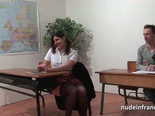 섹시한 프랑스의 arab 학생 바보 엿 에 threeway 로 그녀의 classmates
