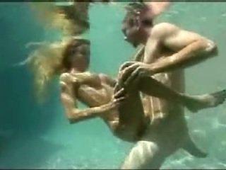 تحت الماء جنس