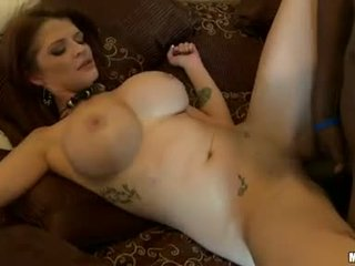 Horny Joslyn James feeds her hungry mouth with her awesome mans sausage