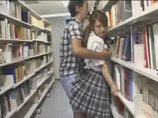 Chavala chavala used en la escuela biblioteca