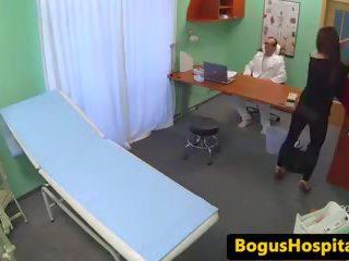 의사 eats 과 rides patients 고양이 에 책상: 무료 포르노를 c1