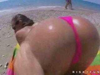 Amira adara insane publisks pludmale jautrība