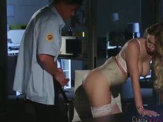 Seguridad guard fucks accountant natalia starr en la oficina